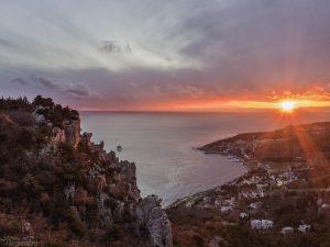 Крым. Гора-кошка на закате. Аэросъемка