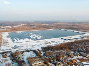 Искусственное озеро, образовавшееся после забора песка для стадиона