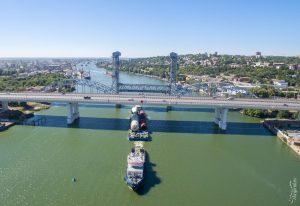 Баржа на реке, везет груз из Азова в Астрахань. Комплексная съемка