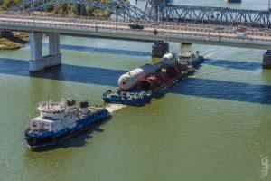 Баржа на реБаржа на реке, везет груз из Азова в Астрахань. Комплексная съемка